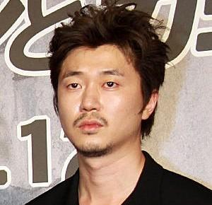 新井浩文,結婚